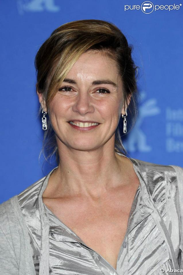 The 54-year old daughter of father Pierre Consigny and mother(?), 170 cm tall Anne Consigny in 2018 photo