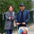 Exclusif - Rose Byrne et son compagnon Bobby Cannavale se promènent avec leur fils Rocco à New York le 15 mai 2017.