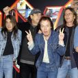 Malcolm Young, Brian Johnson, Angus Young, Phil Rudd etCliff Williams d'AC/DC en 2003.