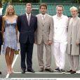 Mansour Bahrami, Anna Kournikova, le prince Andrew, Henri Leconte, John McEnroe, Jana Novotna et Bjorn Borg en juillet 2000 à Londres à l'occasion d'un match de bienfaisance. Jana Novotna est morte à 49 ans le 19 novembre 2017, des suites d'un cancer.
