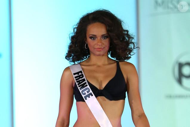 Alicia Aylies, Miss France 2017, défile en bikini noir lors du 66ème concours Miss Univers 2017 au Planet Hollywood Resort and Casino à Las Vegas, Nevada, Etats-Unis, le 20 novembre 2017. © Mjt/AdMedia/Zuma Press/Bestimage