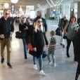 Reese Witherspoon arrive en famille avec sa fille Ava Phillippe, son mari Jim Toth et leur fils Tennessee Toth à l'aéroport de Charles de Gaulle à Roissy, le 21 novembre 2017.