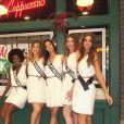 Les prétendantes au titre de Miss France 2018, le 25 novembre 2017 dans les studios Warner Bros de Los angeles. Ici devant le Central Perk.