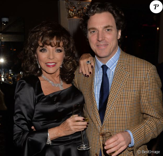"Joan Collins et son fils Sacha Newley - Soirée de lancement de l'autobiographie de Joan Collins ""Passion For Life"" à Londres le 21 octobre 2013."