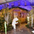 """Semi-exclusif - Illustration des ours de R. Orlinski - Inauguration du """"Chalet les Neiges 1850"""" sur la terrasse l'Hôtel Barrière Le Fouquet's à Paris le 27 novembre 2017. © Coadic Guirec/Bestimage"""