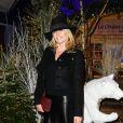 """Semi-exclusif - Estelle Lefebure devant un ours de R. Orlinski - Inauguration du """"Chalet les Neiges 1850"""" sur la terrasse l'Hôtel Barrière Le Fouquet's à Paris le 27 novembre 2017. © Coadic Guirec/Bestimage"""