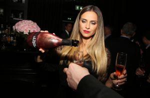 Clara Morgane : Barmaid irrésistible pour lancer son champagne