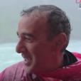 Elie Semoun aux chutes du Niagara dans l'épisode 2 de sa découverte de l'Ontario avec Canada Diem.