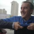 Elie Semoun au Rogers Centre pour un match des Blue Jays dans l'épisode 2 de sa découverte de l'Ontario avec Canada Diem.