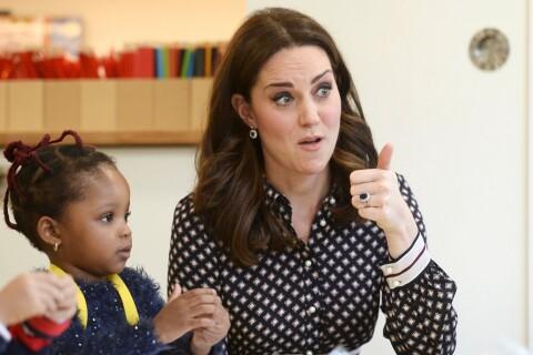 Kate Middleton, enceinte : En mission, sa réaction aux fiançailles d'Harry