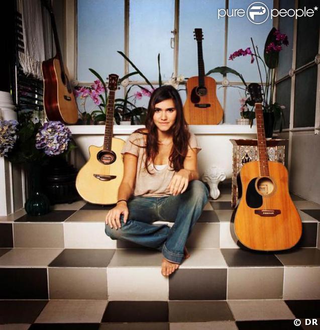 Qui :  Joyce Jonathan, 18 ans.  Quoi :  duo voix/guitare folk, en français.  Pour qui :  les amateurs de Tracy Chapman ou Teri Moïse, en VF.  Comment :  My Major Company produit son album.