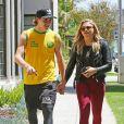 Chloë Grace Moretz et Brooklyn Beckham se promènent main dans la main dans les rues de Beverly Hills. Le 30 juin 2016.