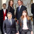 Archives - Nicolas Sarkozy et Carla Bruni quittent le Palais de l'Elysée sous le regard de François Hollande et Valérie Trierweiler après la passation de pouvoir, le 15 mai 2012