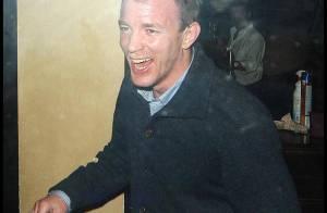 Quand Guy Ritchie sort du pub à 4h du mat'... euh... il est en grande forme !