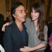 """Charlotte Gainsbourg - Yvan Attal parle de leur amour sans fard : """"Je l'aime"""""""