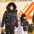 Laeticia Hallyday et ses filles Jade et Joy font des courses à Gstaad, le 27 décembre 2014.