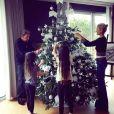 Les Hallyday décorent leur sapin de Noël dans leur propriété de Marnes-le-Coquette près de Paris, photo postée le 1er décembre 2015.
