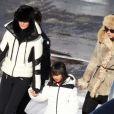 Laeticia Hallyday, Laura Smet et la petite Jade à Gstaad, le 23 décembre 2011.