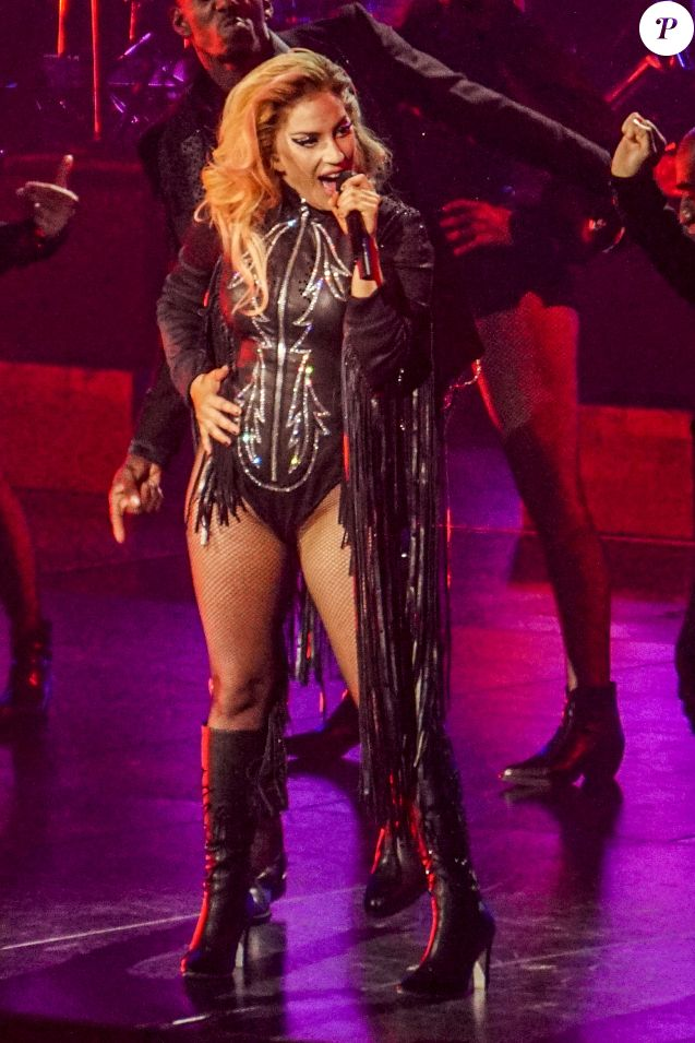 """Lady Gaga en concert au Rogers Arena à Vancouver à l'occasion de sa tournée mondiale """"Joanne World Tour"""", le 1er août 2017."""
