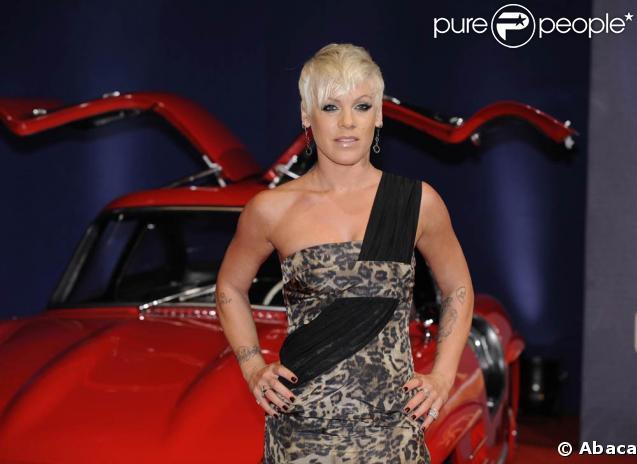 Pink dévoilera la prochaine campagne de la PeTA lors du défilé de Stella McCartney, le 9 mars 2009 !