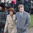 Le prince Harry et Meghan Markle arrivent avec Kate Middleton et le prince William à l'église St Mary Magdalene pour la messe de Noël à Sandringham le 25 décembre 2017.