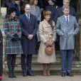 Kate Middleton, enceinte, le prince William, Meghan Markle et le prince Harry en ligne pour la révérence à la reine Elizabeth II au moment de son départ avec le duc d'Edimbourg suite à la messe de Noël en l'église Sainte-Marie-Madeleine le 25 décembre 2017 à Sandringham.