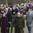 Kate Middleton, duchesse de Cambridge, et Meghan Markle côte à côte au sein du cortège de la famille royale lors de l'arrivée à l'église Sainte-Marie-Madeleine le 25 décembre 2017 à Sandringham pour la messe de Noël.