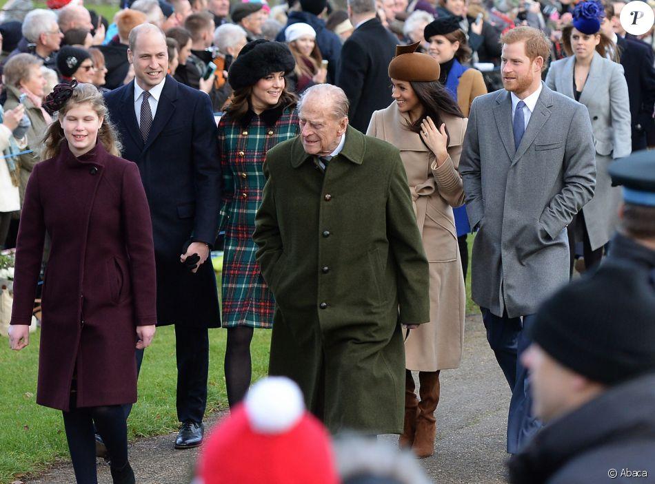 La duchesse Catherine de Cambridge et Meghan Markle, fiancée du prince Harry, se trouvaient côte à côte, derrière Lady Louise Windsor et le duc d'Edimbourg, sur le chemin de l'église Sainte-Marie-Madeleine de Sandringham le 25 décembre 2017, où la famille royale britannique a assisté à une messe de Noël.