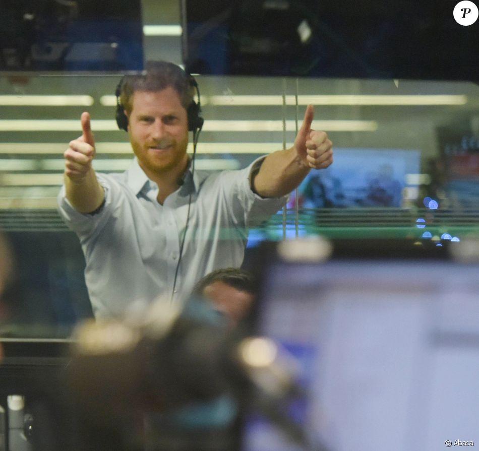 Le prince Harry dans les studios de BBC Radio 4 à Londres le 27 décembre 2017, rédacteur en chef invité de la matinale Today.