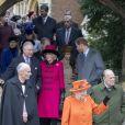 Kate Middleton, enceinte, le prince William, Meghan Markle, le prince Harry, le prince Charles, Camilla Parker Bowles et le reste de la famille royale britannique au sortir de la messe de Noël en l'église Sainte-Marie-Madeleine le 25 décembre 2017, au moment du départ de la reine Elizabeth II et du duc d'Edimbourg.