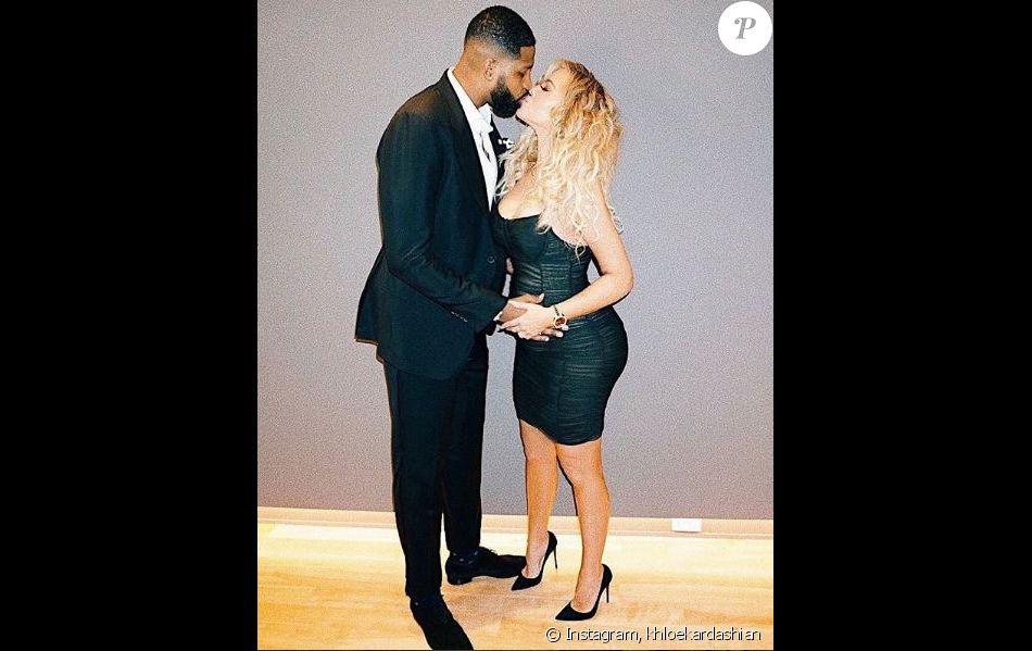 Khloé Kardashian, enceinte de 6 mois, pose avec son chéri Tristan Thompson. Janvier 2018