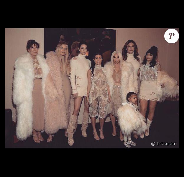 La famille Kardashian et Caitlyn Jenner (à droite) en février 2016 lors du défilé de Kanye West à New York.