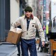 Exclusif - Daniel Day-Lewis a été aperçu dans les rues de New York. L'acteur de 60 ans porte un bonnet kaki, une veste Carhartt beige, un jean et des bottes Red Wing, le 13 décembre 2017.