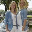 """""""Natalia Sklenarikova (soeur d' Adriana) et Adriana Karembeu - 15 ème Rallye des Princesses à Paris - Journée des vérifications des voitures, Esplanade des Invalides. Paris, le 31 mai 2014"""""""