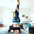 Natasha St-Pier fait du yoga avec son fils Bixente.