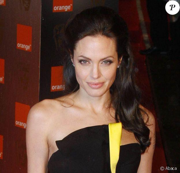 """Angelina Jolie... bientôt à l'affiche de """"Salt"""", actuellement en tournage à Washington !"""