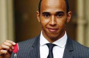 Lewis Hamilton, la reine Elizabeth lui fait perdre tout ses moyens, mais... il garde la classe !