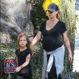 Exclusif - Jessica Alba enceinte et sa fille Haven à Los Angeles, le 27 décembre 2017.