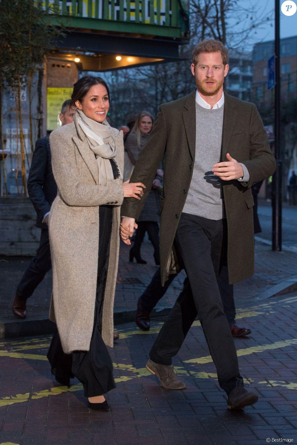 """Le prince Harry et sa fiancée Meghan Markle quittent la station de radio """"Reprezent"""" dans le quartier de Brixton à Londres le 9 janvier 2018."""