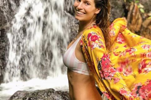 Laury Thilleman en bikini et sans maquillage en Colombie : Fauve Hautot l'admire