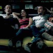 Pour le clip de son superbe single, Calogero invite tous ses amis : des gens célèbres, un dinosaure... ! Regardez !