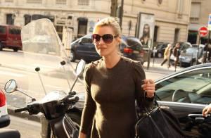 Kate Moss... mémère est de sortie ! C'est quoi cette robe immonde ?