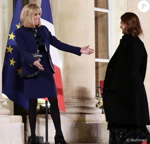 Brigitte Macron (Trogneux) accueille la première dame de la république d'Argentine Juliana Awada au Palais de l'Elysée à Paris le 26 janvier 2018. © Stéphane Lemouton / Bestimage