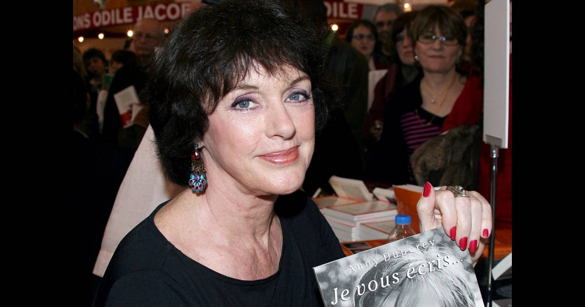 Anny duperey au salon du livre le 14 mars 2009 for Salon du divorce