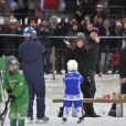 Kate Middleton, enceinte, et le prince William, duc et duchesse de Cambridge, se sont essayés au bandy (ancêtre du hockey sur glace) pour le premier engagement de leur visite officielle en Suède et en Norvège, le 30 janvier 2018 au Vasaparken à Stockholm. William a remporté leur duel de tirs au but, 2-1.