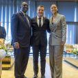 Le président sénégalais Macky Sall, Emmanuel Macron et Rihanna lors de la conférence de financement du Partenariat mondial pour l'éducation (PME) organisée à Dakar, Sénégal, le 2 février 2018.