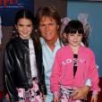 Bruce Jenner et ses filles Kendall et Kylie à Los Angeles. Janvier 2004.