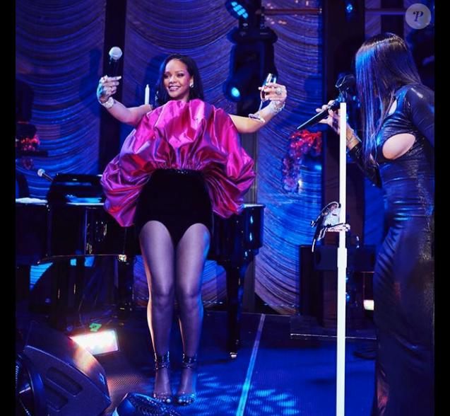 Rihanna célébrant son 30e anniversaire avec Toni Braxton lors d'une soirée à New York le 21 février 2018