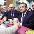 Le président de la république francaise, Emmanuel Macron accompagné de Stéphane Travert rencontre la filière des vins durant sa visite au salon de l'agriculture, Paris, France le 24 février 2018. © Stéphane Lemouton / Bestimag