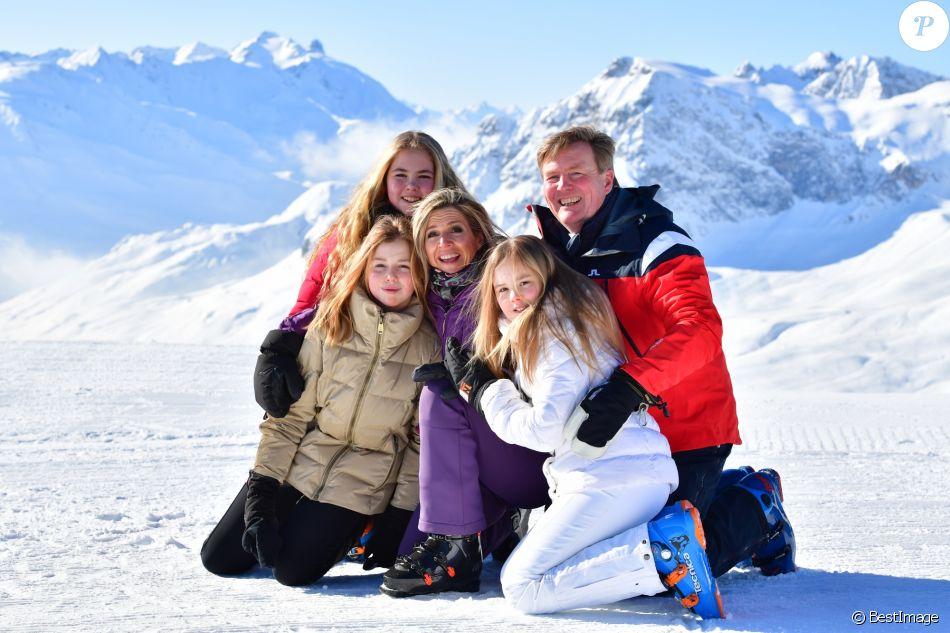 Le roi Willem-Alexander des Pays-Bas, la reine Maxima et leurs filles la princesse Catharina-Amalia (14 ans), la princesse Alexia (12 ans) et la princesse Ariane (10 ans), en vacances dans la station de Lech am Arlberg en Autriche, ont pris la pose à 2350m d'altitude et par -21°C le 26 février 2018 à l'occasion de leur rencontre traditionnelle avec les médias.